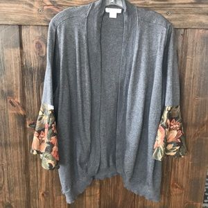 EUC Poor Pitiful Pearl knit shrug w/bell sleeves